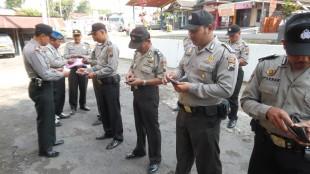 Pemeriksaan kelengkapan dilanjutkan serah terima penjagaan