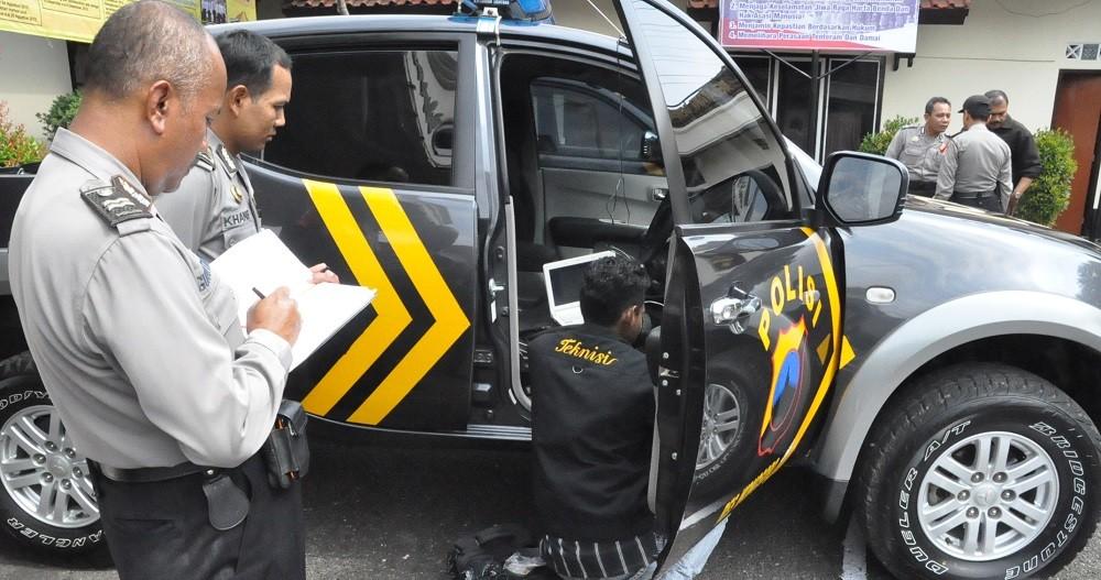 3 GPS MOBIL POLICE BACKBONE DI PERBAIKI