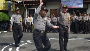 Usai Pam TPS Polres Wonosobo dihibur Tukul Kusmanto
