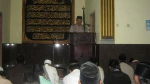 Kapolsek AKP ISMANTA, SH saat menjadi khotib di masjid Al Istiqomah