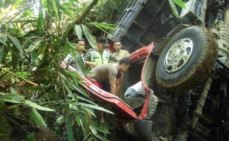 2 Jam evakuasi, sopir dump truck dapat diselamatkan