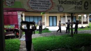 Pengamanan pendistribusian kotak suara di PPK Sukoharjo