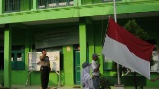 Upacara Bendera di SMA Ma'arif Leksono