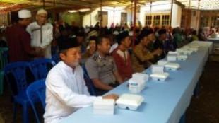 bhabinkamtibmmas bersama warga mengaji maulid nabi