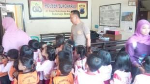 kunjungan TK Pertiwi di Polsek Sukoharjo