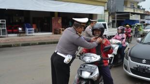 Polisi, Helm dan Sunah Rosul