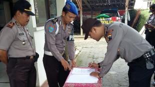Penandatanganan Menolak Narkoba oleh seluruh anggota Polsek Kepil
