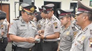 Kasi Propam Cek Kelengkapan Surat Personel