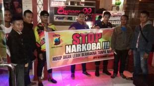 Kasatresnarkoba Polres Wonosobo Kampanye Anti Narkoba Di Lokasi Karaoke