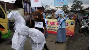 Pocong , setan dan Keranda muncul di Jalan Pasar Randusari Kepil