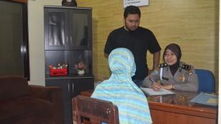 Pelaku sedang diperiksa oleh Petugas Polres Wonosobo