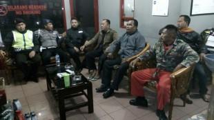 Anggota Polsek Mojotengah saat cek dan dialog dengan pegawai SPBU Jl. Dieang Krasak Mojotengah