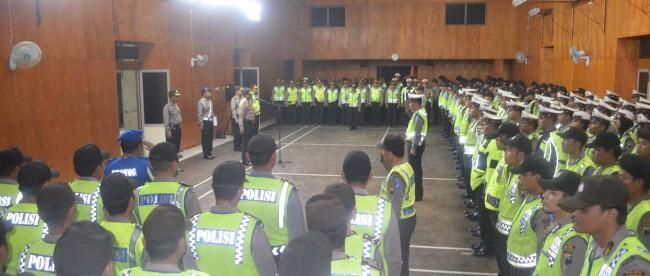 Meski tengah malam, Anggota Polres Wonosobo tetap semangat melaksanakan Apel Konsolidasi