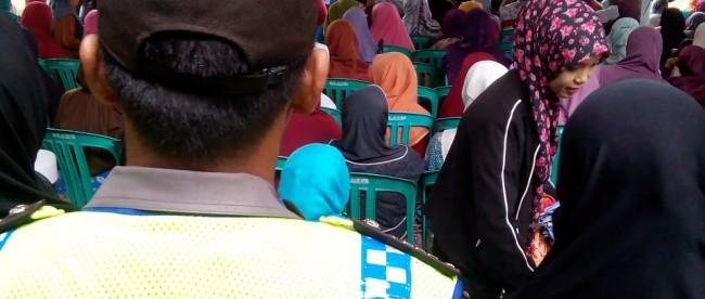 Ustadzah Mumpuni memberikan Tausiak di Masjid Baaitul Mutaqim Kauman