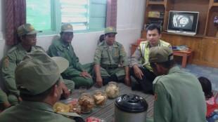 Bhabinkamtibmas Kelurahan Mudal Brigadir Rahmawan Khoirul Muna persipkan Pleton Linmasny menghadapi Pilkades Kecamatan Mojotengah