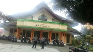 Bripka Budi Andi Triyanto dan Brigadir Didik Purnomo pengamanan lokasi diselenggrakannya Musda ke IX di Kampus Unsiq Mojotengah