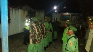 Kapolsek memberikan pembekalan kepada Linmas Desa Wonosari Wonosobo