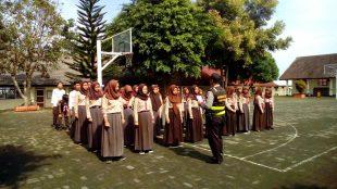 Brigadir Novi melaksanakan latian PBB di SMP N 3 Wonosobo