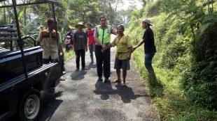 Patroli Polsek Mojotengah bergegas menolong korban kesetrum Bp. Muhidin warga Dusun Kleyang Jurang 3/4 Desa Pungangan Kecamatan Mojotengah selanjutnya di bawa ke Puskesmas untuk dilakukan perawatan