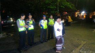 Personil Polsek Mojotengah pengamanan pengajian dalam rangka memperingati Nuzulul Quran 1438 hijriah yang dilaksanakan di halaman Masjid Al Furqon Universitas Sains Al Qur'an (UNSIQ) Jawa Tengah di Wonosobo