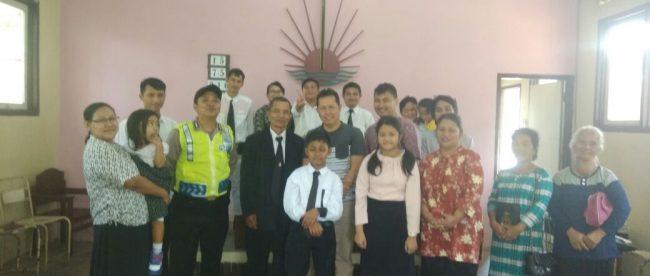 Brigadir Candra Pesonil Polsek Sapuran Polres Wonosobo melaksanakan pengamanan di Gereja Kerasulan Baru Indonesia (GKBI) di Dsn. Cikal Desa Pecekelan