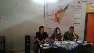 Rapat Kordinasi Ketua Panwaskab Wonosobo di Kantor Panwascam Sapuran menghimgbau Panwascam, PPL dan Pengawas TPS sekecil apaupun permasalahan selalau kordinasikan dengan Polisi yang bersama sama bertugas dilapangan