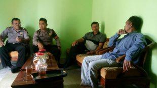 Kanit Shabara Polsek Sapuran Ipda Gunardi mengajak tokoh pemuda Desa Batursari