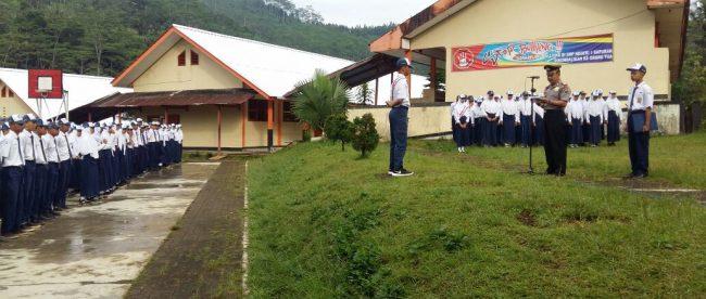 Kapolsek Sapuran Polres Wonosobo AKP Ismanta, SH, Selain disiplin juga mengaajak para siswa untuk menghormati kedua orang tua dan guru