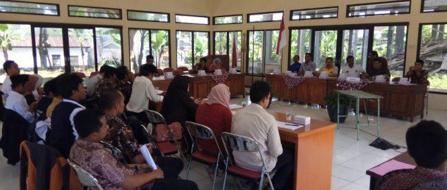 Kapolsek Sapuran AKP Ismanta, S.H. mengahadiri rapat pleno penetapan Daftar Pemilih Sementara bertempat di Kantor PPK Kecamatan Sapuran