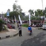 Pengaturan arus lalin pada saat setelah sholat iedul adha di lapangna Kalibeber Kecamatan Mojotengah