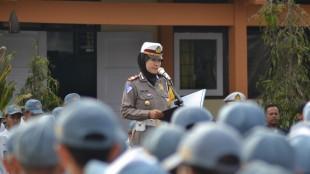 Kasatlantas saat menjadi Pembina Upacara di SMK N 2 Wonosobo