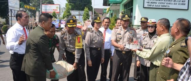 Kapolres Wonosobo buat Pesta Kejutan Buat HUT TNI di Makodim 0707 Wonosobo
