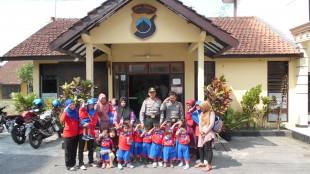 Kunjungan anak-anak paud Kelompok belajar mengajar nusantara