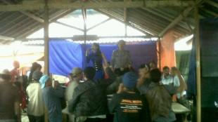 Pentas dangdut di Pasar hewan Kedawung Wonolelo
