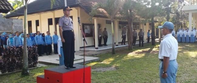 Kabagsumda bertindak sebagai Inspektur Upacara di SMA N 1 Kertek