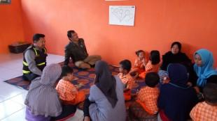 Bhabinkamtibmas Aiptu Sumito Bersama Ibu- Ibu Pasangan Usia Subur Di Ds Tegalsari