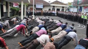 43 Anggota Polres Wonosobo di Hukum