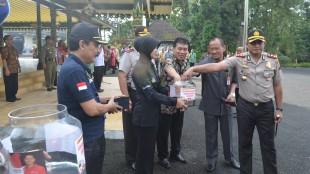 Kapolres, Wakil Bupati dan Sekda Wonosobo turut menyumbang