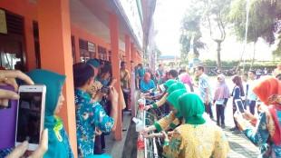 Kapolsek Cuci tangan sedunia di DSN 2 Bomerto
