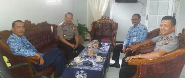 Kapolsek Sapuran Polres Wonosobo silaturahmi Bapak Camat Sapuran Agus Sdr. Suryabrata, S.H., M.M.